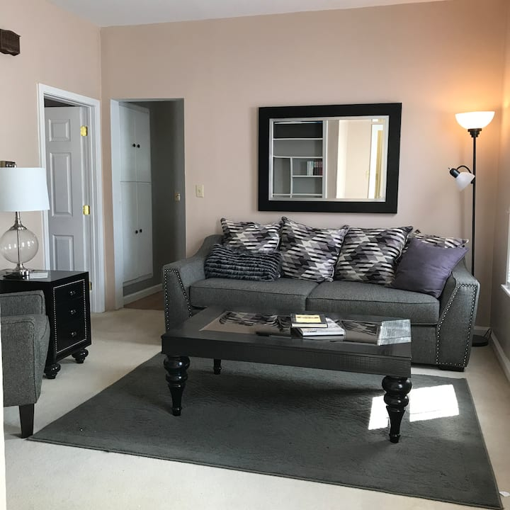 Lovely 2-bedroom home near downtown
