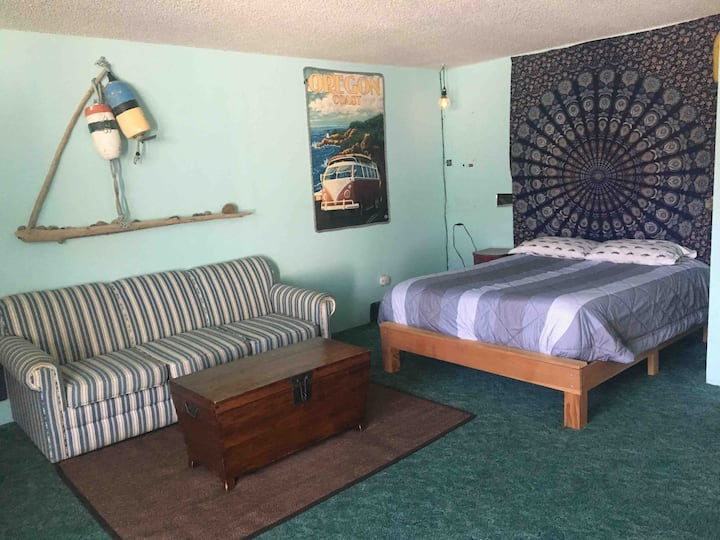 Lost Buoy Guesthouse - Private, Centrally Located
