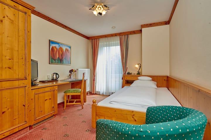 Hotel am See (Neutraubling), Basic Einzelzimmer im klassischem Stil