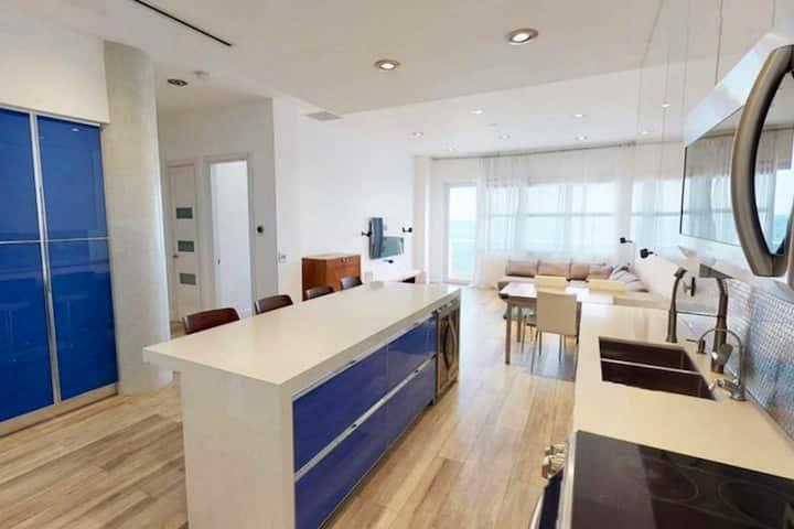Modern Beach Penthouse Apt