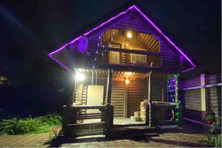 Дом в гостевом комплексе из сруба с дровяной Баней