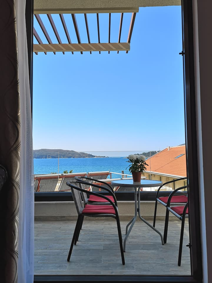 Sunset 1bedroom apartment with terrace Rafailovici