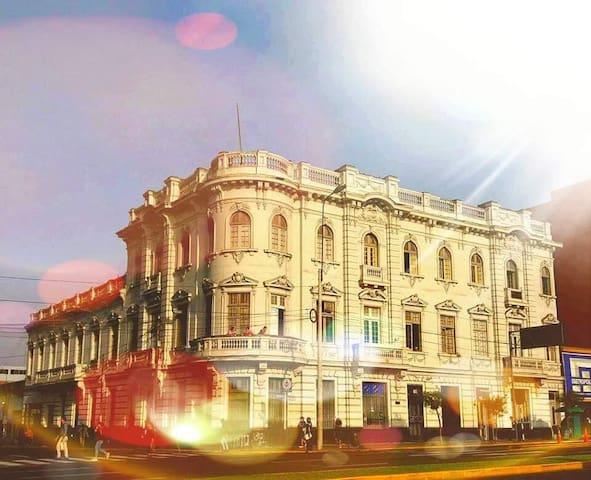 1900 Backpacker's Hostel @ Lima's Historic Center