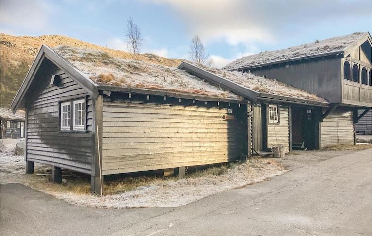 Semi-Detached with 3 bedrooms on 70m² in Hovden