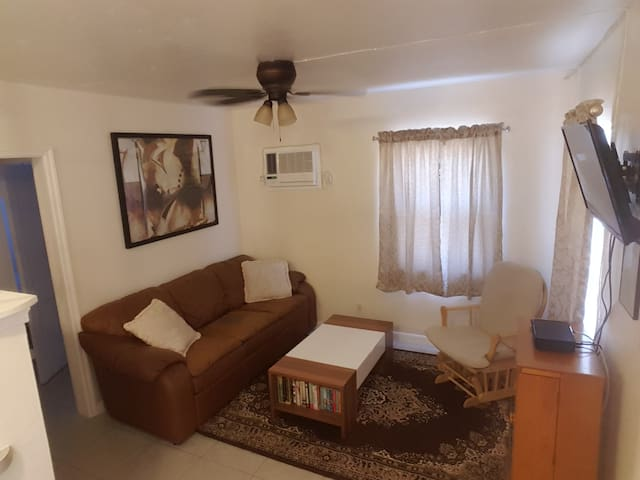 Cozy Private Apartment - SE Fort Lauderdale, FL