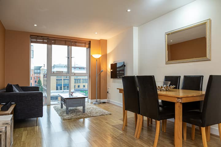 Central NHS RELOCATION 2 Bed Apartment | Parking!