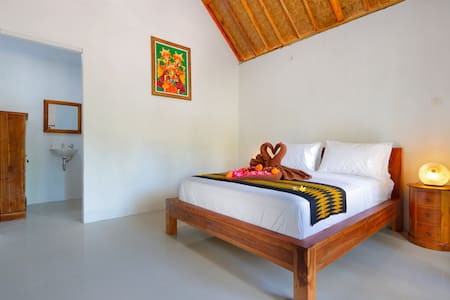 Kubu Bungalow just 7 minutes to Crystal Bay by Car