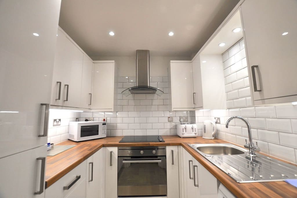 Renovated fully-equipped kitchen!