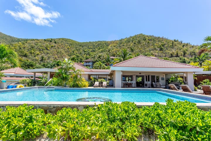 Sea Fans -Mahoe Bay, 4 Bedroom Beachfront Villa!