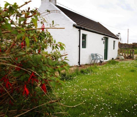 Rope Bridge Cottage, Causeway Coast self catering