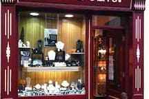 Tha Brian de Staic shop across the street. The staff in the shop is available to guests from 9.30am to 5.30pm pm Monday to Saturday , 12.00 noon to 5.00pm on Sundays. Any help or enquires : the staff will gladly assist you.  The phone number +353 669151298