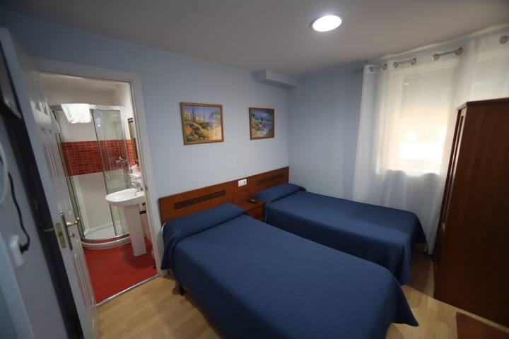 Loft con cocina, baño, TV y wifi cerca del centro