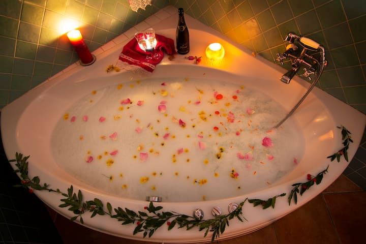 Romantic house for 2 people with jacuzzi
