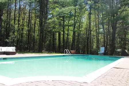 Charming Manor w/pool - Forested Private