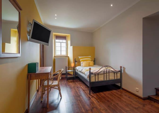 Übernachtung in Schloss Weims, gelbes Zimmer