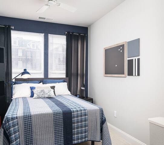 Sunny UK Apartment @ the Lex (Spring 2020)