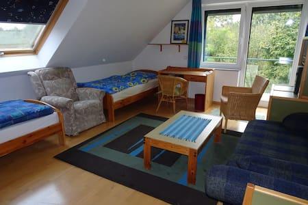 Schöne(s) Zimmer mit Balkon (als DZ oder EZ) - Wunstorf