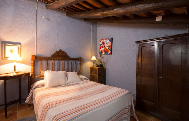 Apartamento les Alzines , 5 pax - Valls - Condomínio