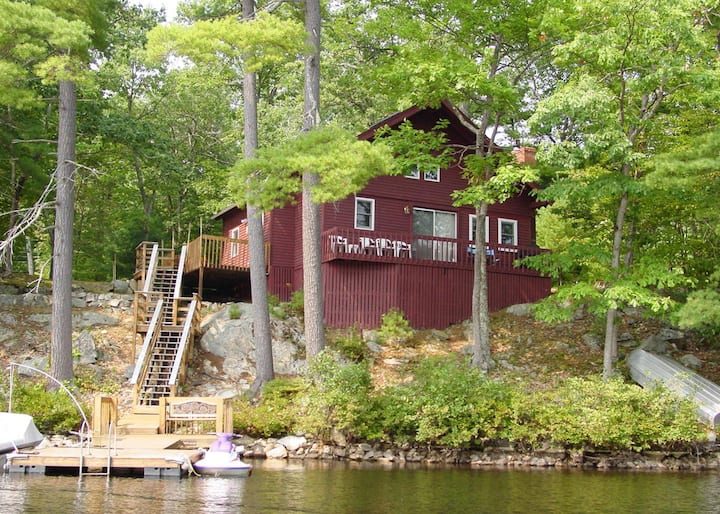Peaceful, waterfront cottage on Lake Winnipesaukee With WiFi and 30' dock