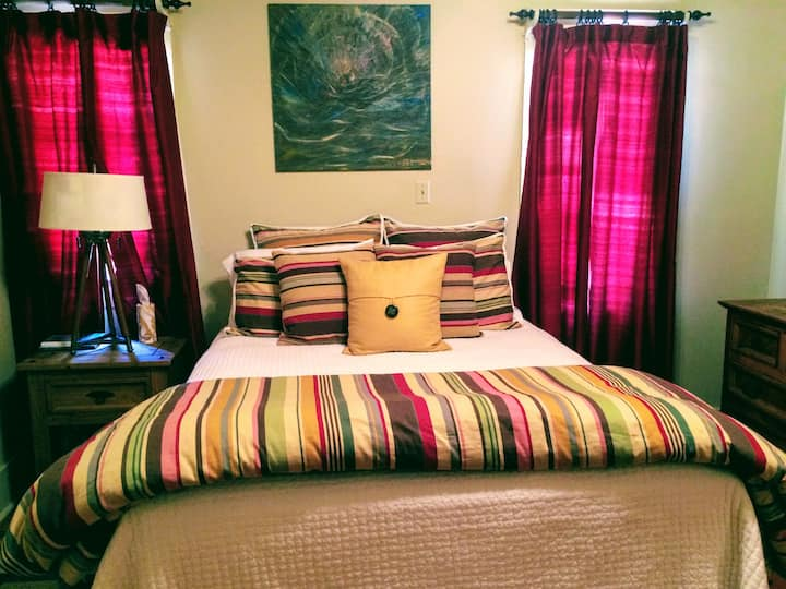 Beautiful Comfortable Private Room near LSU
