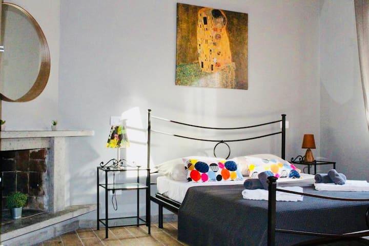 """Old Bakery in Rome """"Urban Orange room"""""""