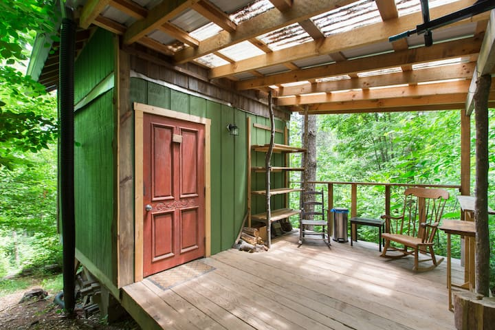 Private 2-story Tiny Cabin in Enchanted Forest