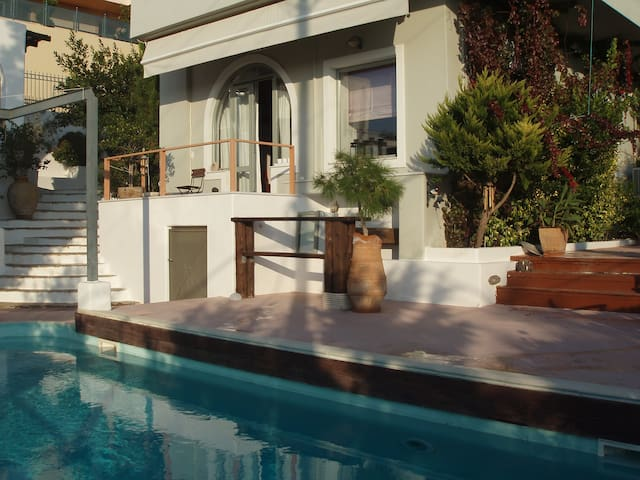 Gorgeous APT POOL Anavissos (sleeps 4)!