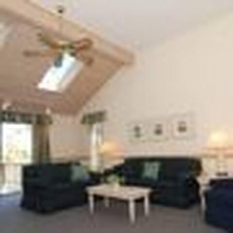 Cape Cod Townhouse - Mashpee - Stadswoning