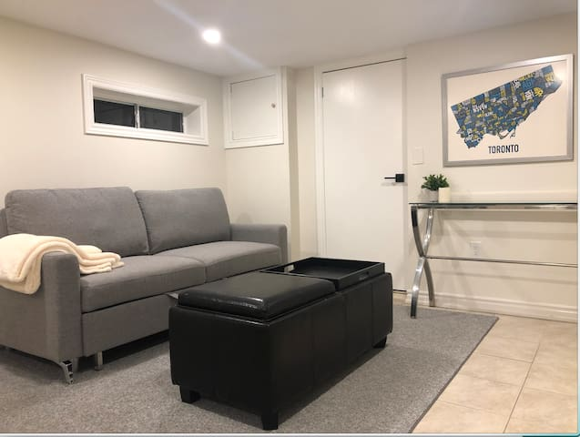Cozy 1br +1 Apartment in Toronto's Midtown!