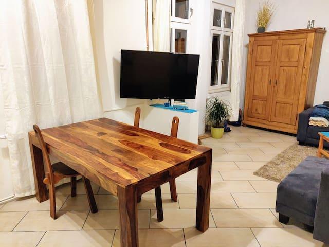 Schönes Zimmer in Altbauwohnung im <3 Neustadts