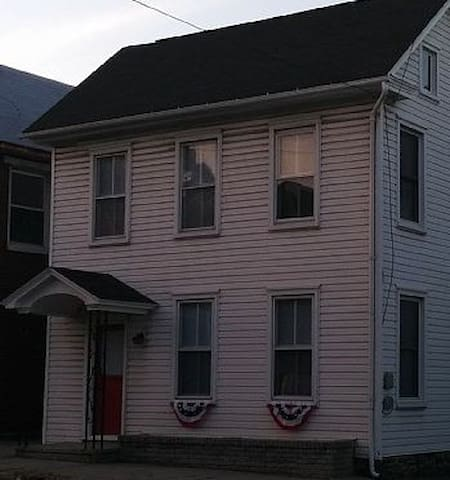 Welcome to Gettysburg! Cute Home on the Lincoln Highway with Parking in Back!