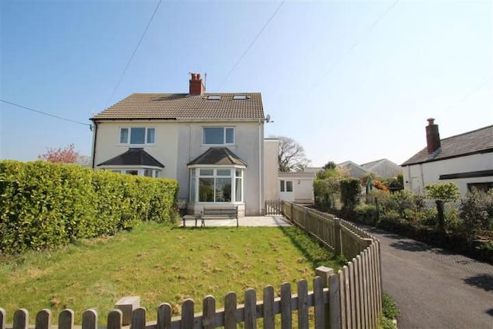 Two bedroom holiday home in Southgate, Gower.