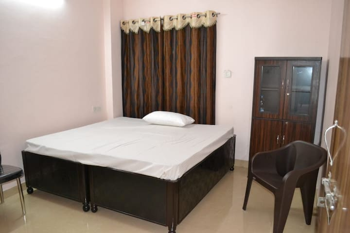 Clean comfortable & Silent 2bhk flat.