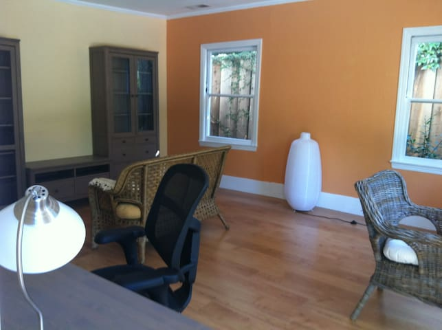 1br - 600ft2 - Private backyard cottage