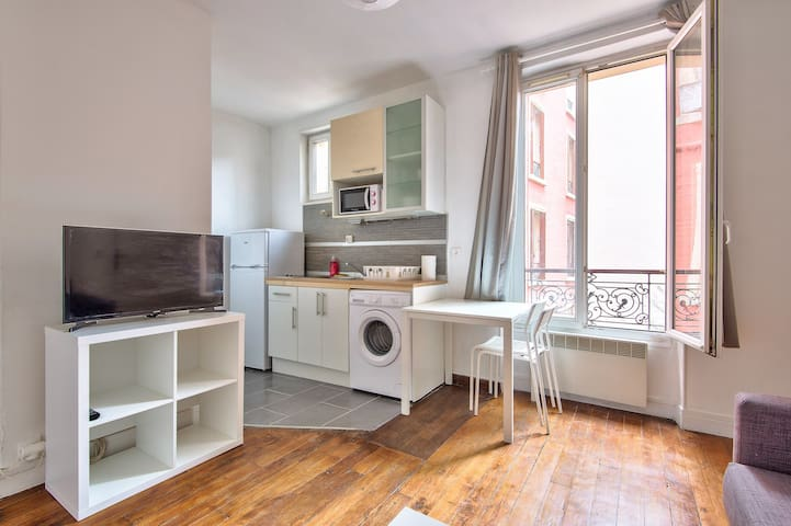 Comfortable Apartment By The Seine River
