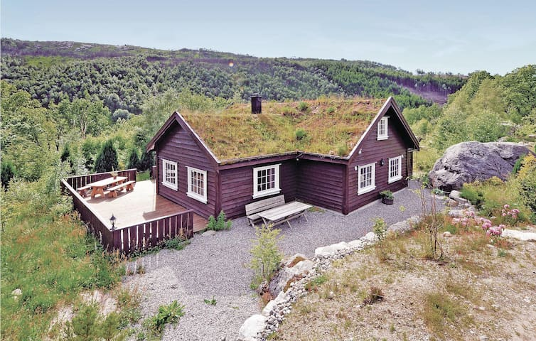 Holiday cottage with 4 bedrooms on 180 m² in Vikeså