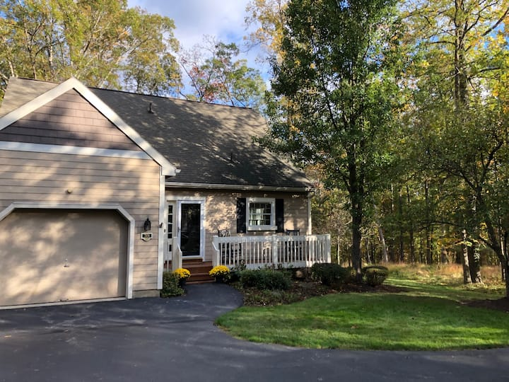Renovated Woodloch Springs Home! Golf, Spa & Ski !