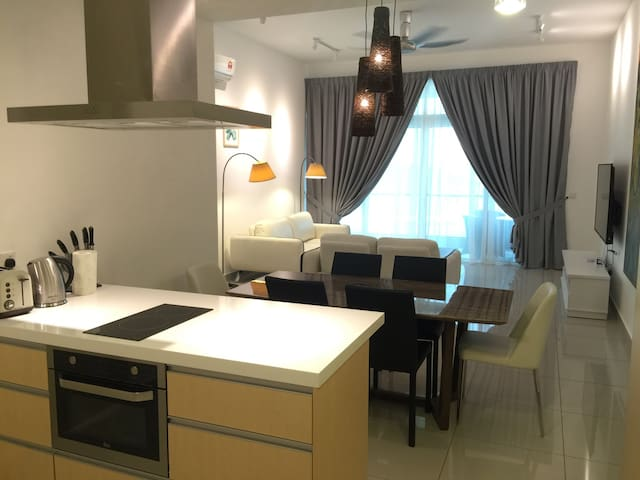 Seaview sunrise resort condominium - Batu Maung - Appartement