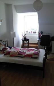 Schönes möbiliertes Zimmer in Erfurter WG - Erfurt