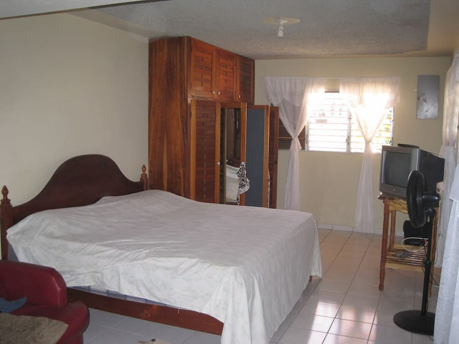Apt. with King Bed Kitchen, Full Bath, Cable TV, WiFi