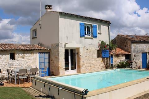 Gîte de 40 m² avec piscine chauffée