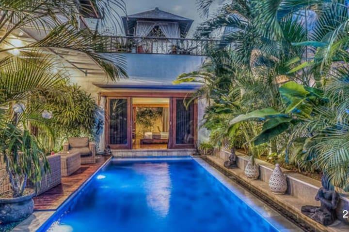 H Villas Adeng2 - Serene & Stylish Tropical Villa