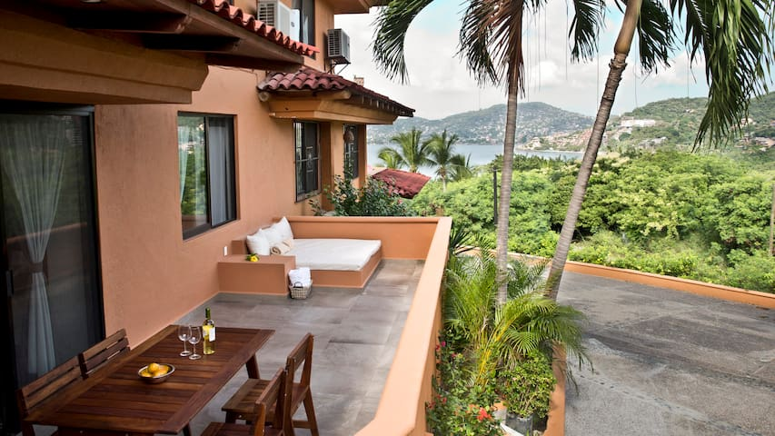 Relaxing & Romantic Condo W Dreamy Ocean View 2BR - Zihuatanejo - Apartment