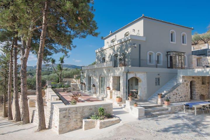 Avghi Country House Crete  •Escape.Travel.Explore•