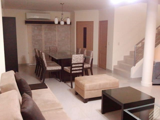 AMAZING 4BR HOME - Perfect for Big Groups! - Guayaquil - Hus