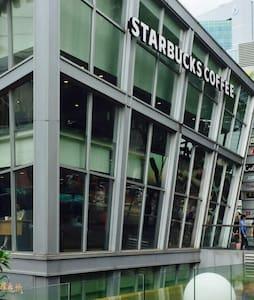 新加坡中部繁华地带,诺维娜泳池公寓步行到地铁仅3分钟,美食购物出行方便 - Huoneisto