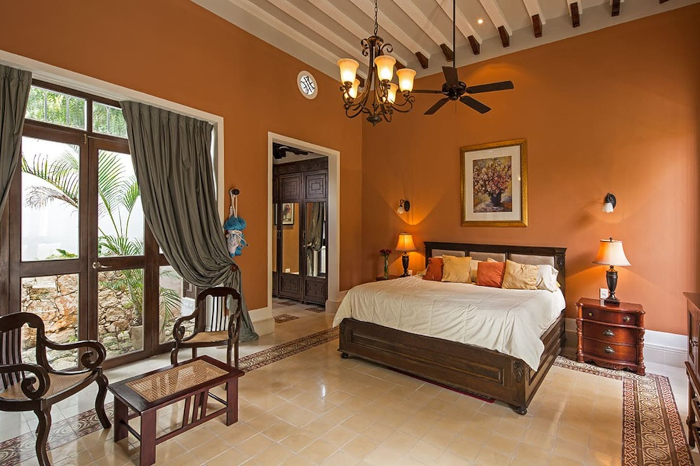 Lovely and large Master Bedroom (55' Satellite TV)