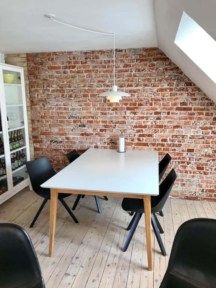 Charming New Yorker apartment in Trøjborg