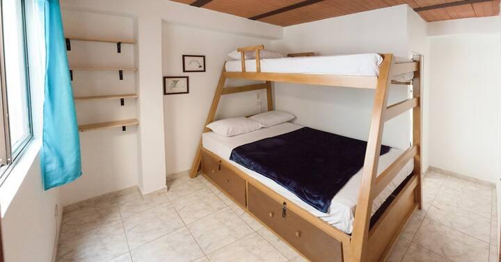 Habitación para 2 personas con baño privado.