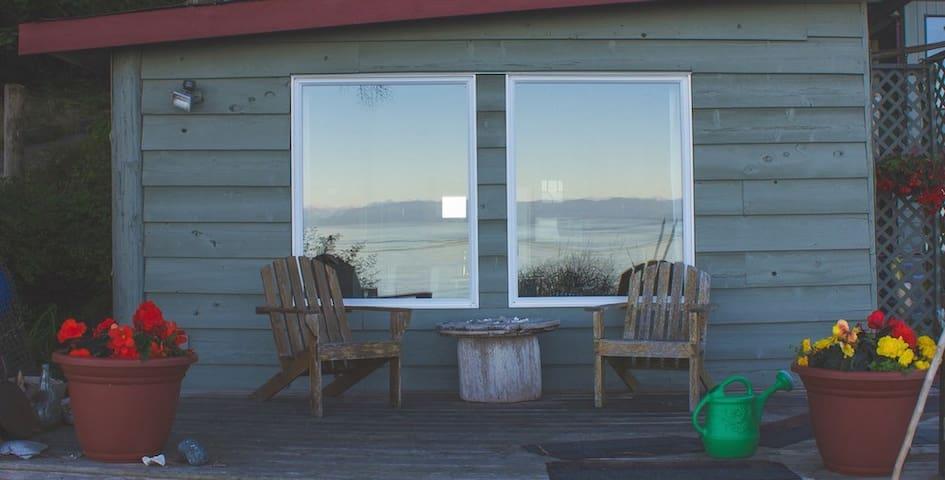 Coastline Cabin     Come and relax!